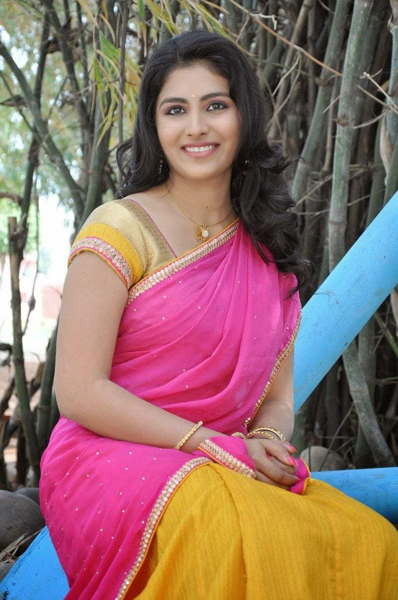 Actress Kruthika Jayakumar Latest Cute Hot Pink Half Saree Navel ...