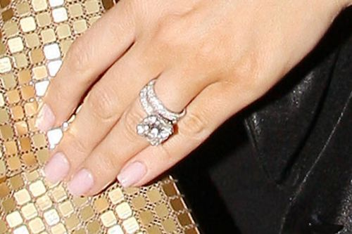 Kim kardashian wedding ring hollywood night kim kardashian wedding ring junglespirit Images