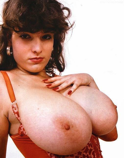 amateur girl boobs dress pics