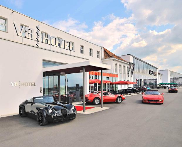 passion for luxury v8 car hotel stuttgart. Black Bedroom Furniture Sets. Home Design Ideas