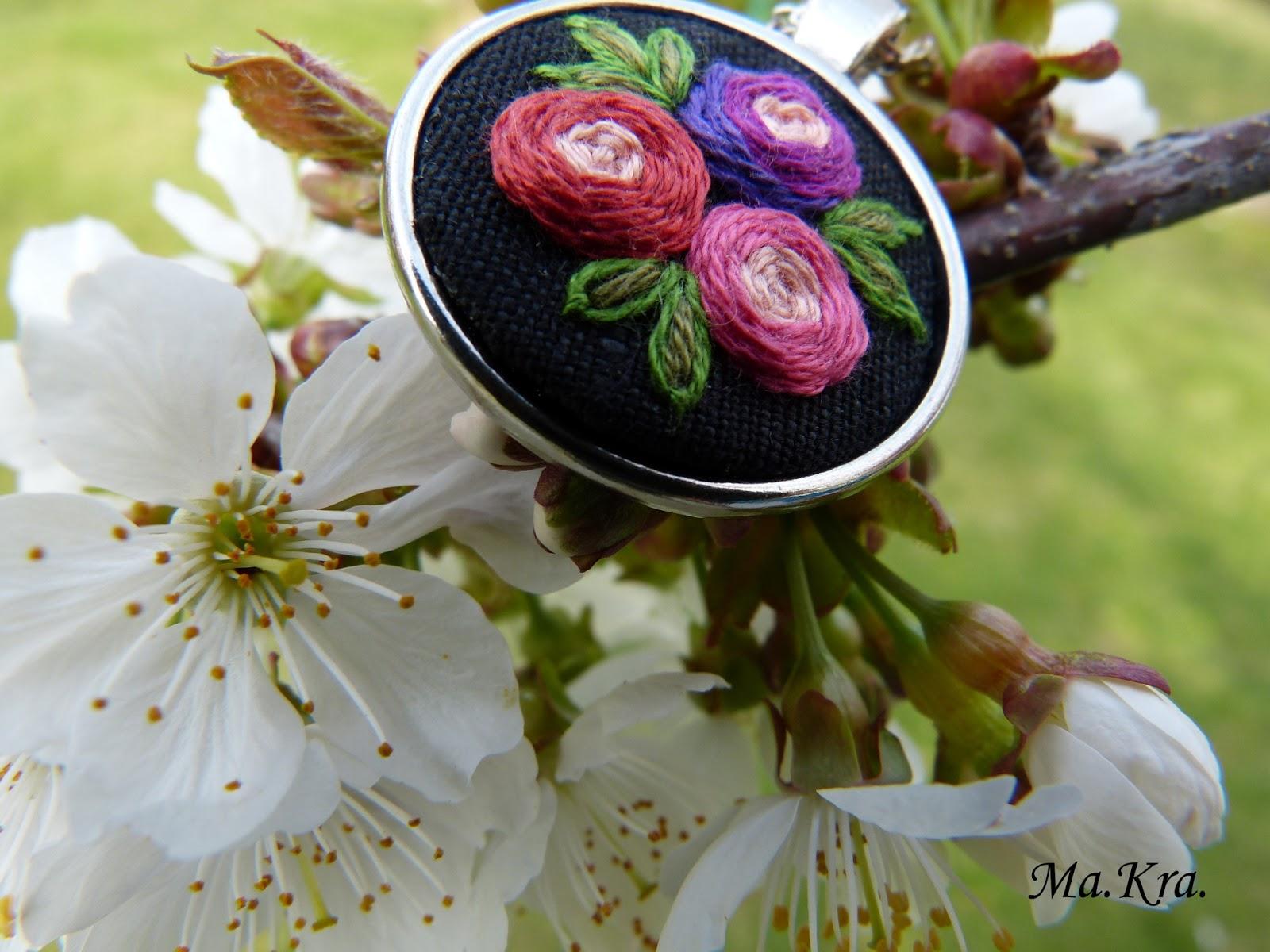 naszyjnik z różyczkami
