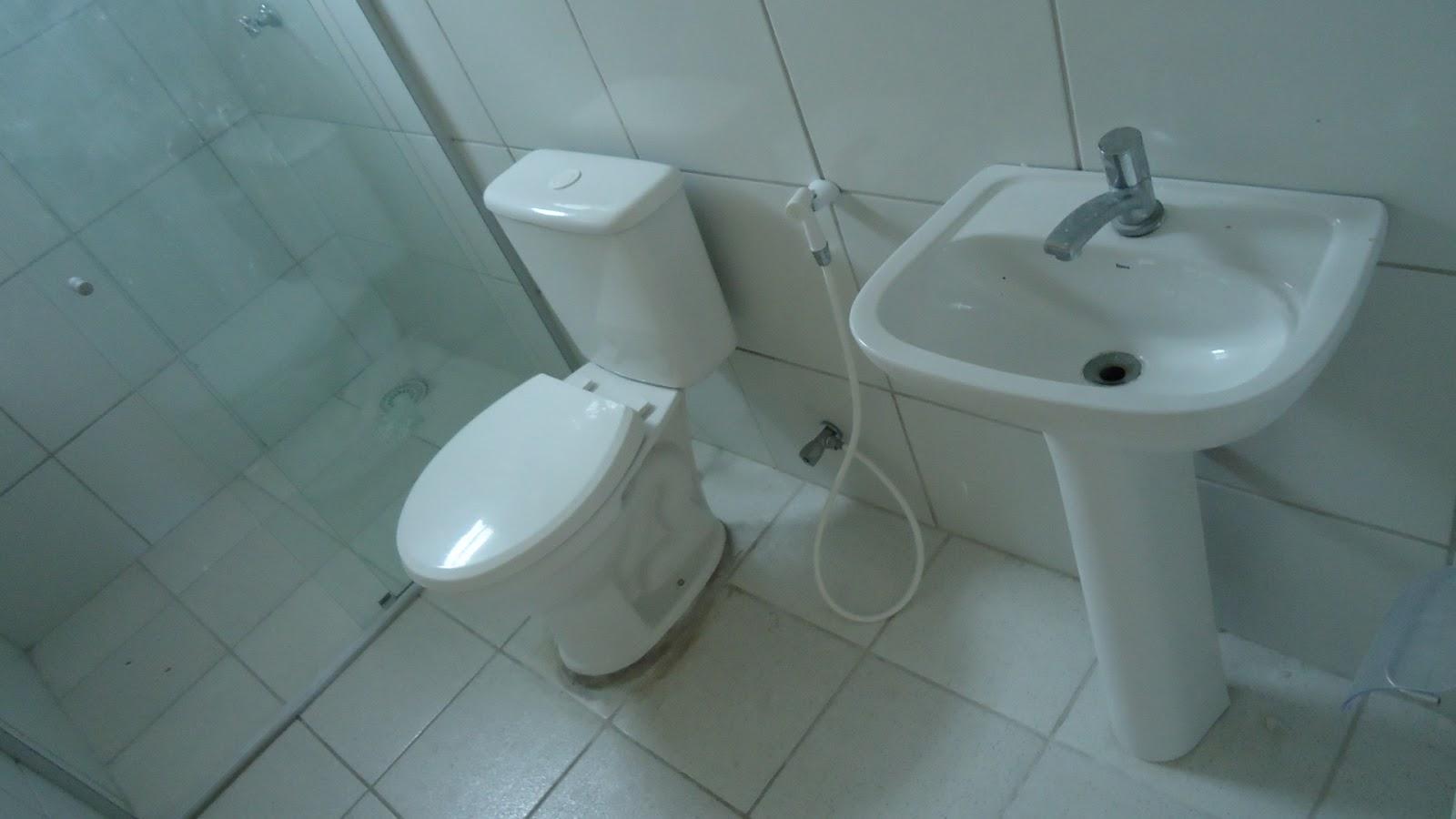 Foto de um dos banheiros do pensionato (Fortaleza-CE)