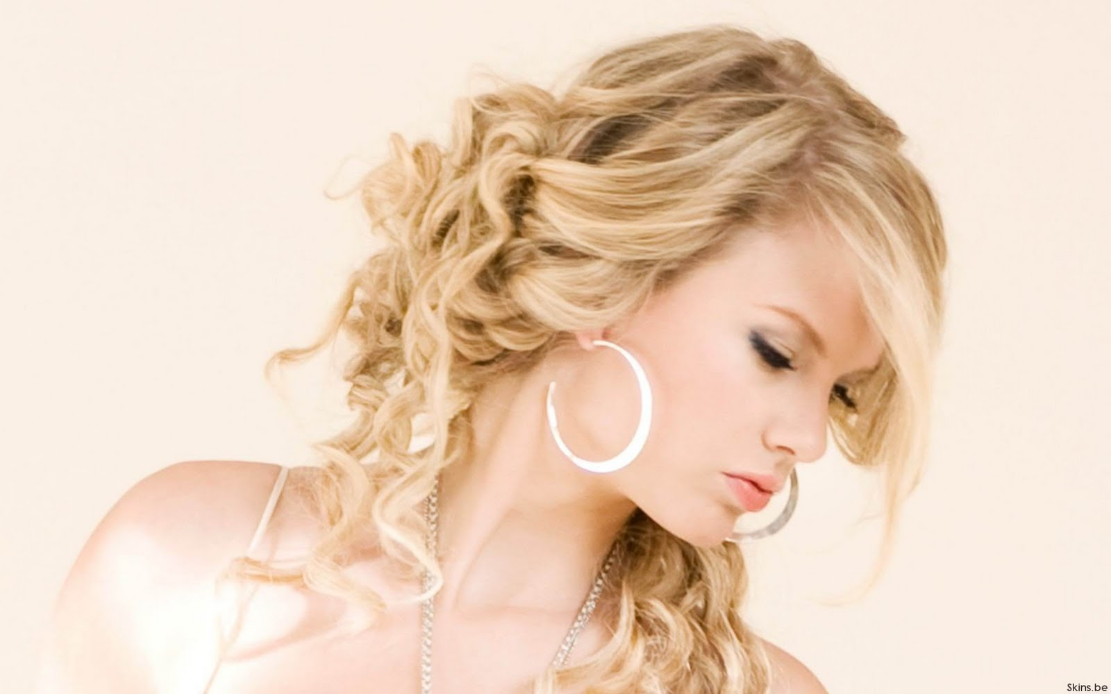 Taylor swift our song curly hair