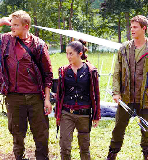 New and Shocking Hunger Games Stills Featuring the Arena ...