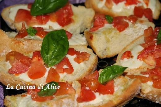 La cucina di alice bruschette con stracchino pomodorini e basilico - Cucina di alice ...