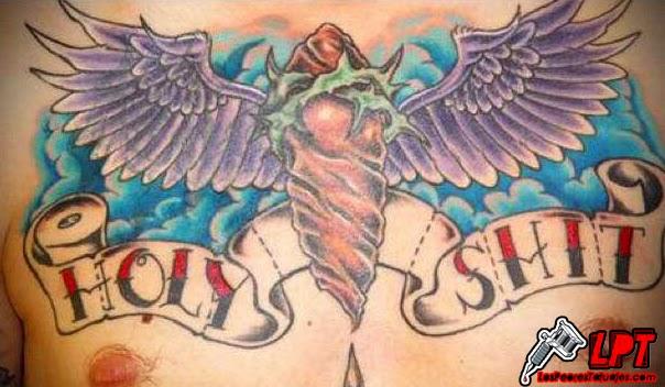 """Tatuaje de humor """"Holy shit"""""""
