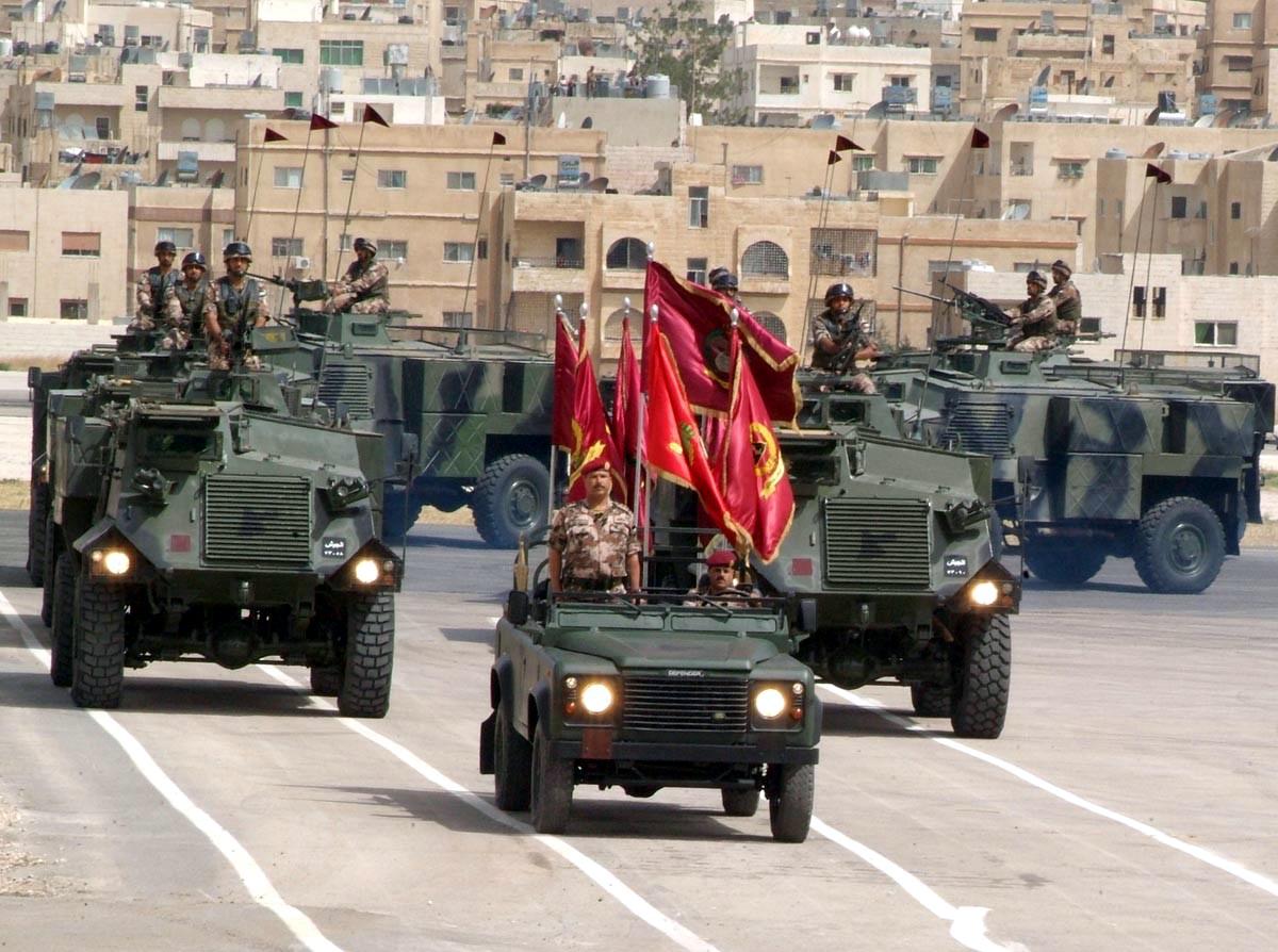 Fuerzas Armadas de Jordania Jordanian+Saxons+with+Land+Rover+Defender