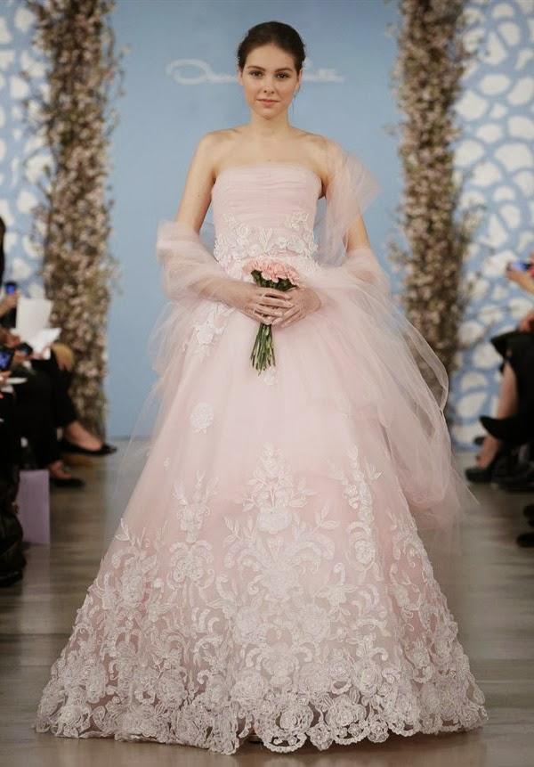 El diseñador Oscar de la Renta apuesta por una opción en rosa en 2014