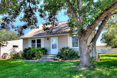 JUST LISTED! Charming 3+BR/2BA/2+Car!