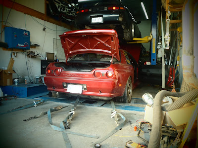 Chain lock and straps holding down car during engine dyno tuning