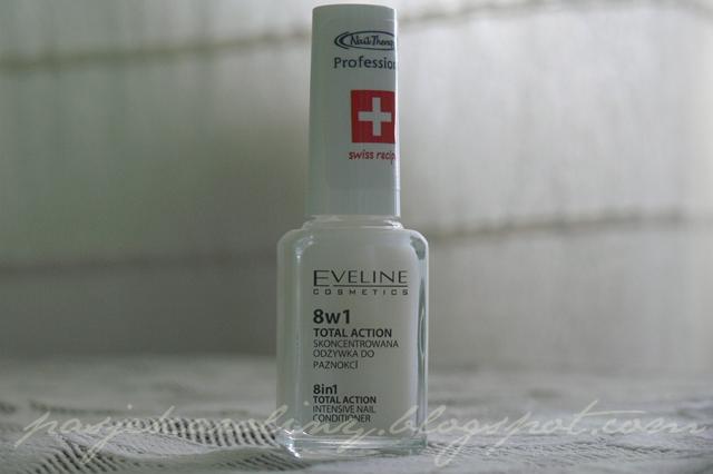 Eveline Nail Therapy Professional 8w1 Total Action Skoncentrowana odżywka do paznokci 8w1