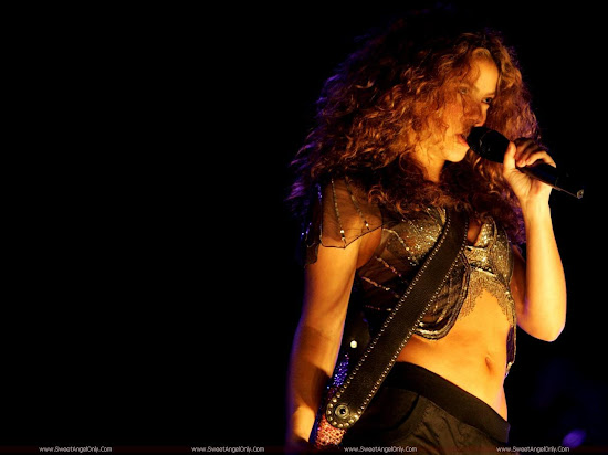 Shakira_glamour_model