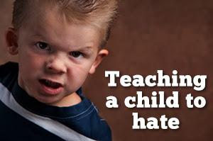 Διδάσκοντας σε ένα παιδί το μίσος