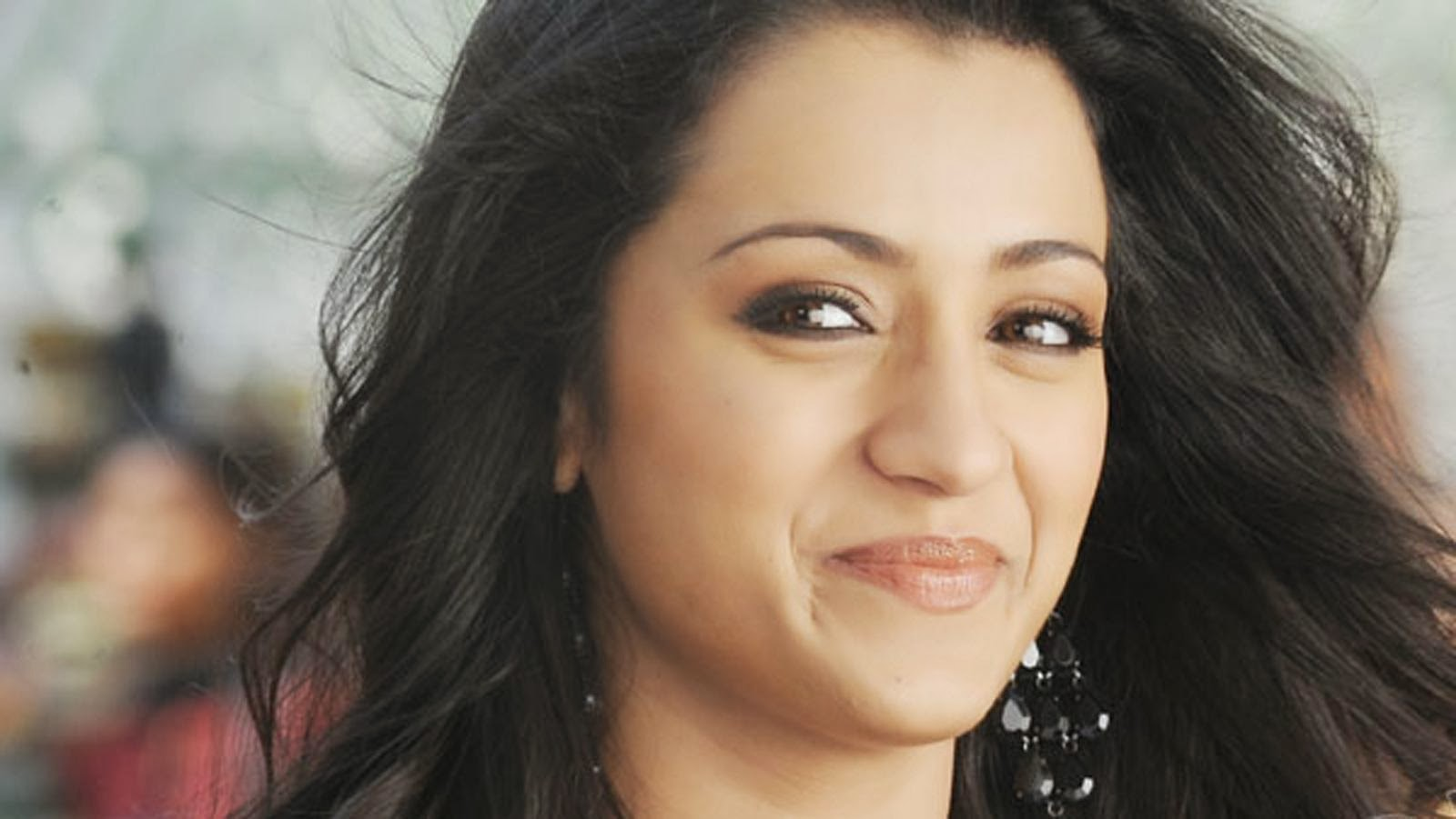 Cute smiling HD Trisha HD wallpaper for download