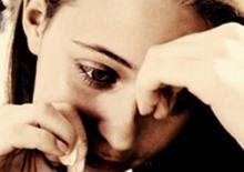 المرأة تقضي 16 شهراً من عمرها في البكاء- امرأة تبكى بكاء باكية - woman girl cry crying