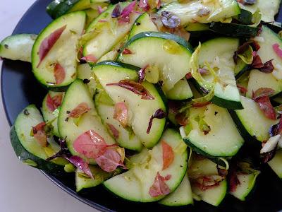 Sałatka z cukinii z ziołami