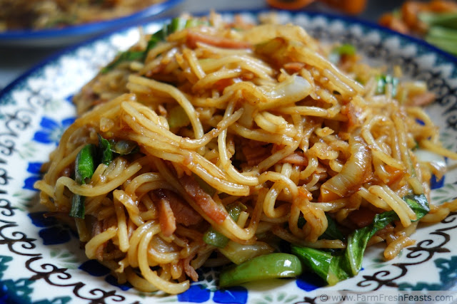 http://www.farmfreshfeasts.com/2012/12/yakisoba-farm-fresh-feast-style-quick.html