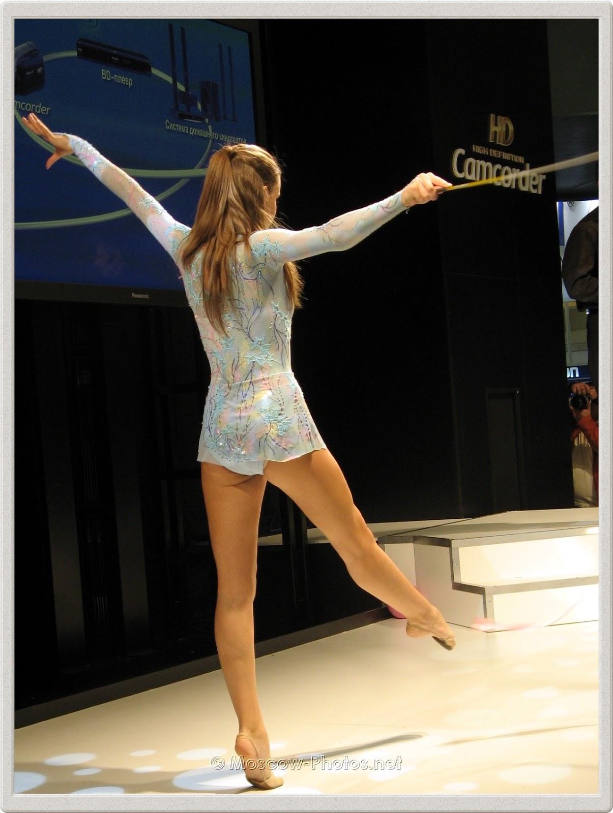 Dancing gymnast at Photoforum - 2008