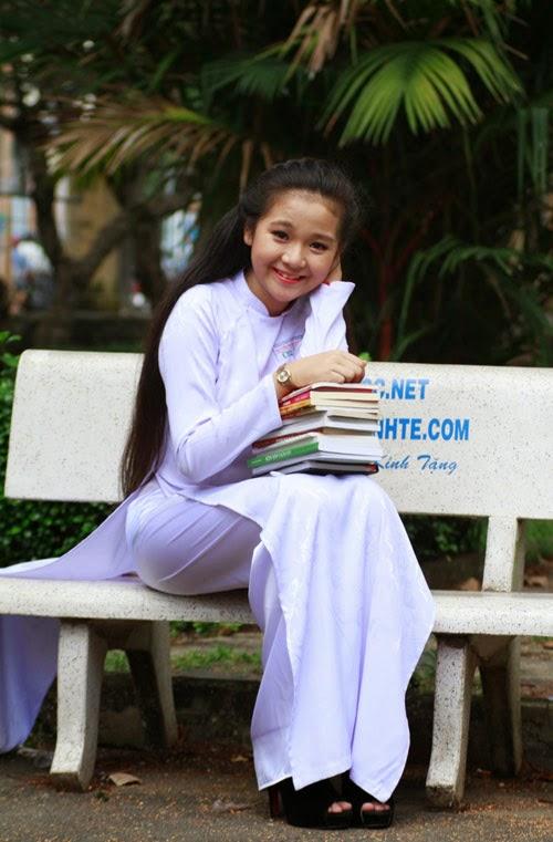 Diễn viên nhí Tam Triều Dâng xinh xắn với áo dài 5