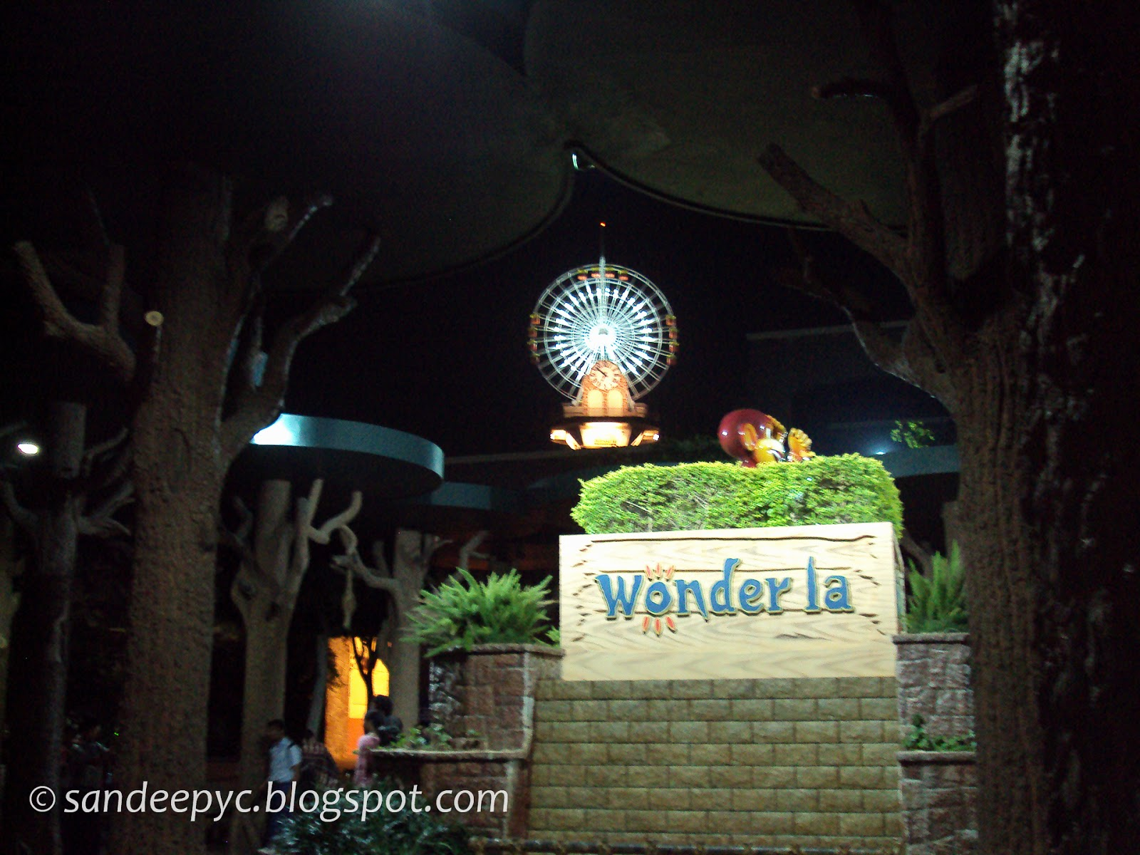 WonderLa view from of the SkyWheel as seen from the entrance during night