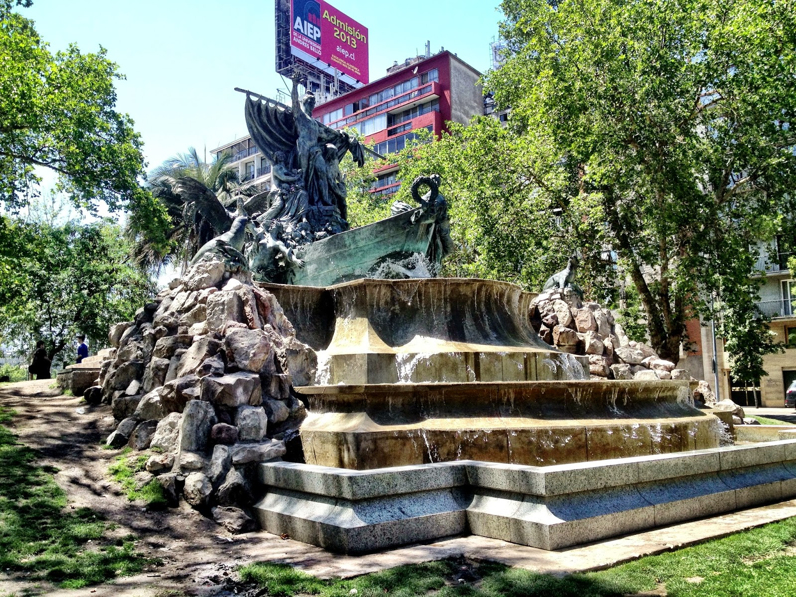 One of the many fountains in Parque Forestal - Santago