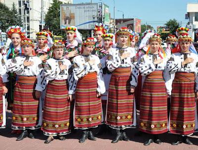 Фото Укринформ: исполнение Гимна Украины