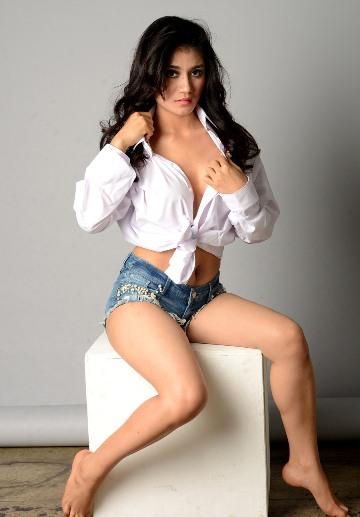 Download Koleksi Foto Lina Marlina, Model Sexy Hot Majalah Dewasa Indonesia (Popular-World, MALE Mata Lelaki, KapanLagi) | www.insight-zone.com