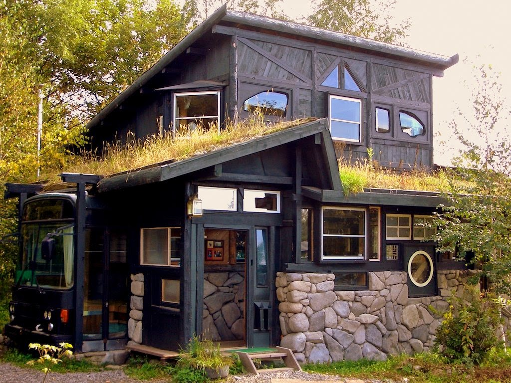 Houses Built With Recycled Materials : The flying tortoise quirky house in japan made entirely