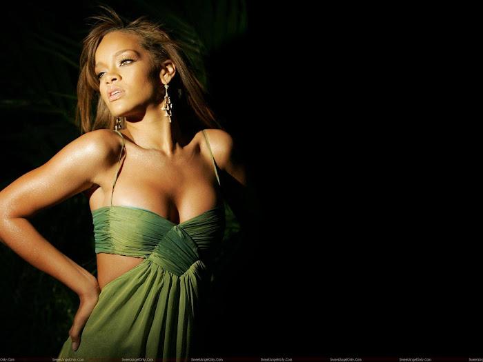 Rihanna HD Desktop Wallpaper -07