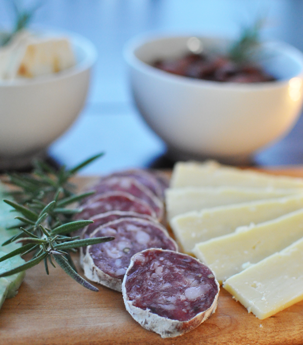 how to make a holiday cheese board. #sidinthekitchenholiday