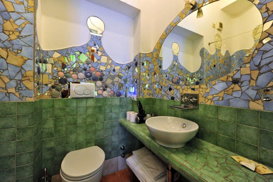 mosaico con piastrelle rotte