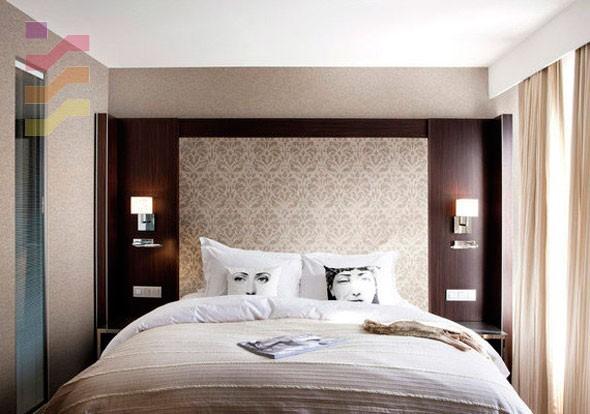modna aranżacja sypialni z tapetą