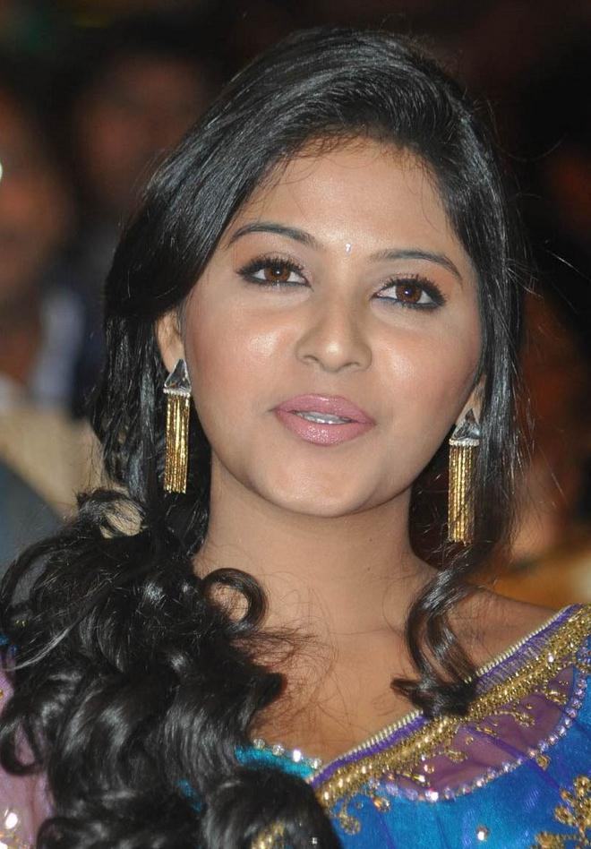 Anjali Stills in Saree at SVSC Audio Launch - www.