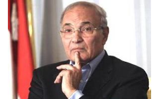 مرشح الرئاسة أحمد شفيق تعرض للضرب بالحذاء