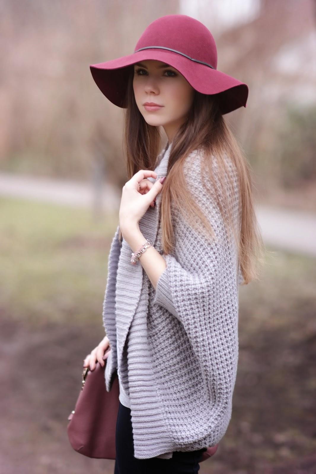 Grey cardigan & rosy details
