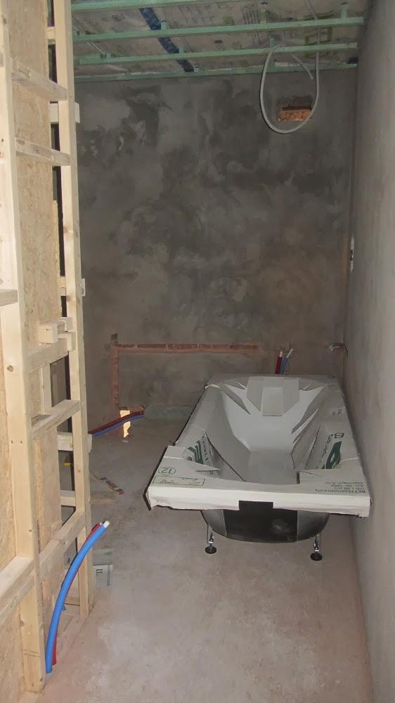 toilet naast bad