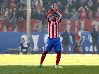 Antonio Reyes cambia de rumbo ahora va al Sevilla