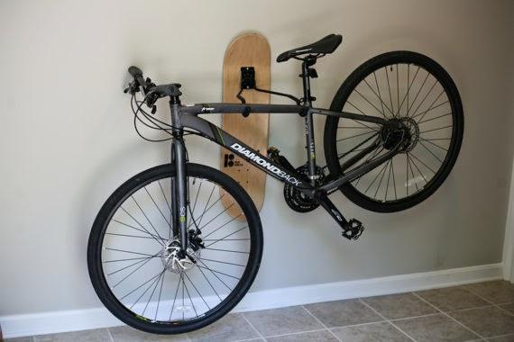حامل دراجة هوائية مصنوع من لوح التزلج
