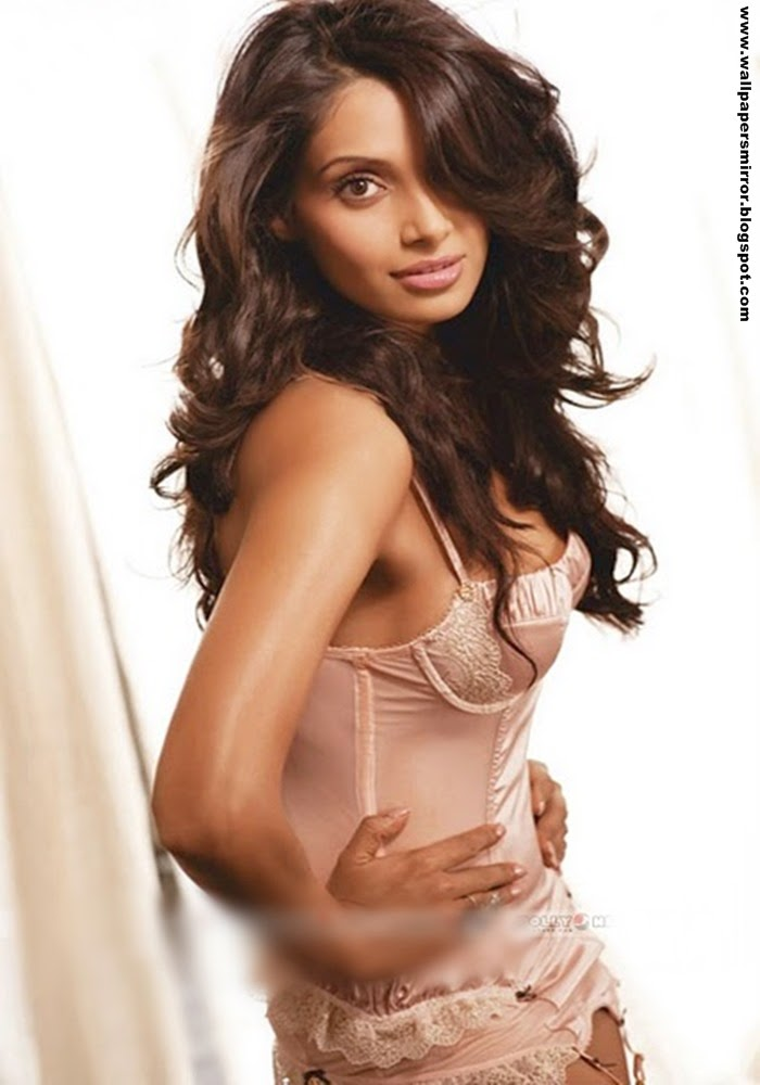 Top 5 Bipasha Basu Hot hd wallpapers