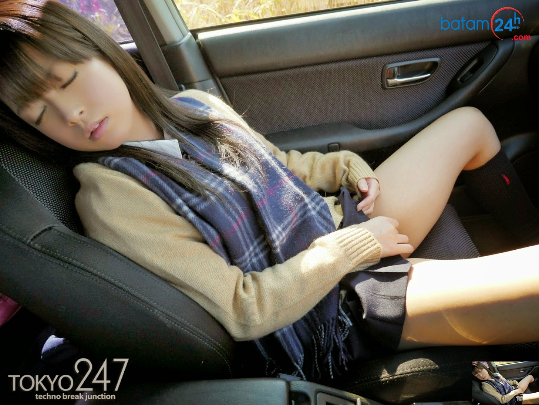 hình ảnh Gái xinh tự sướng trong xe nhé !