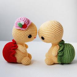 Amor es la tristeza de ser uno, la felicidad de ser dos, el miedo de ser tres ...