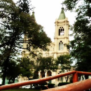Catedral de Uruguaiana vista da Praça Barão do Rio Branco
