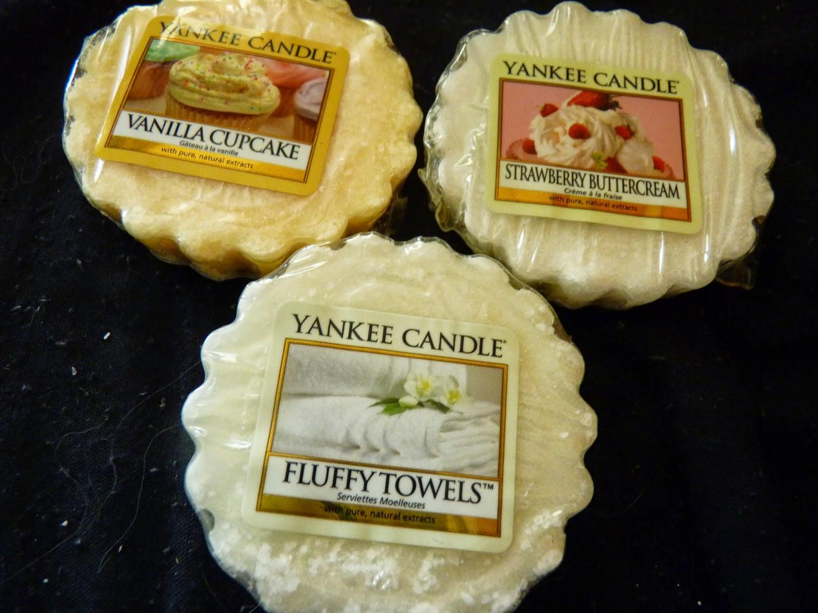 tartelette cire bougie yankee candle, bougies parfumées, vanilla cupcake, cupcake à la vanille, strawberry buttercream, fraises à la crème, fluffy towel, serviette moelleuse