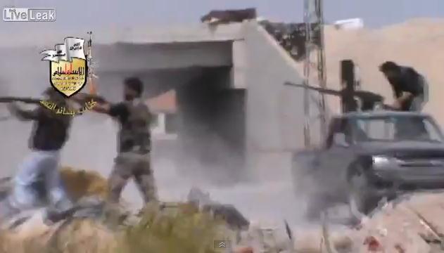 Fsa mempertahankan qusayr mati-matian dari hizbullah dan pemerintah