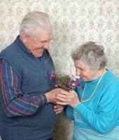 يهدي زوجته باقة من الزهور كل أسبوع.. لمدة 70 عاماً
