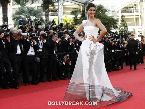 Sonam kapoor high fashion white gown - Sonam kapoor Cannes Film Festival Pic