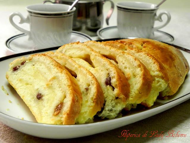 hiperica_lady_boheme_blog_di_cucina_ricette_gustose_facili_veloci_dolce_arrotolato_farcito_con_crema_e_zibibbo