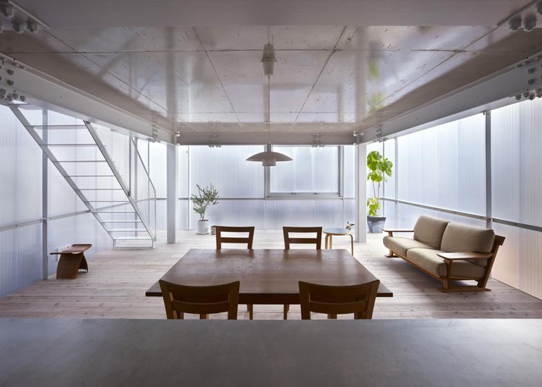 Pareti in policarbonato traslucido per la house of for Piani di casa unici con planimetrie aperte