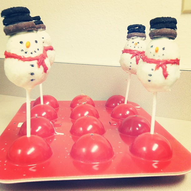 Good Morning, Sweetums.: Skinny Snowmen Cake Pops