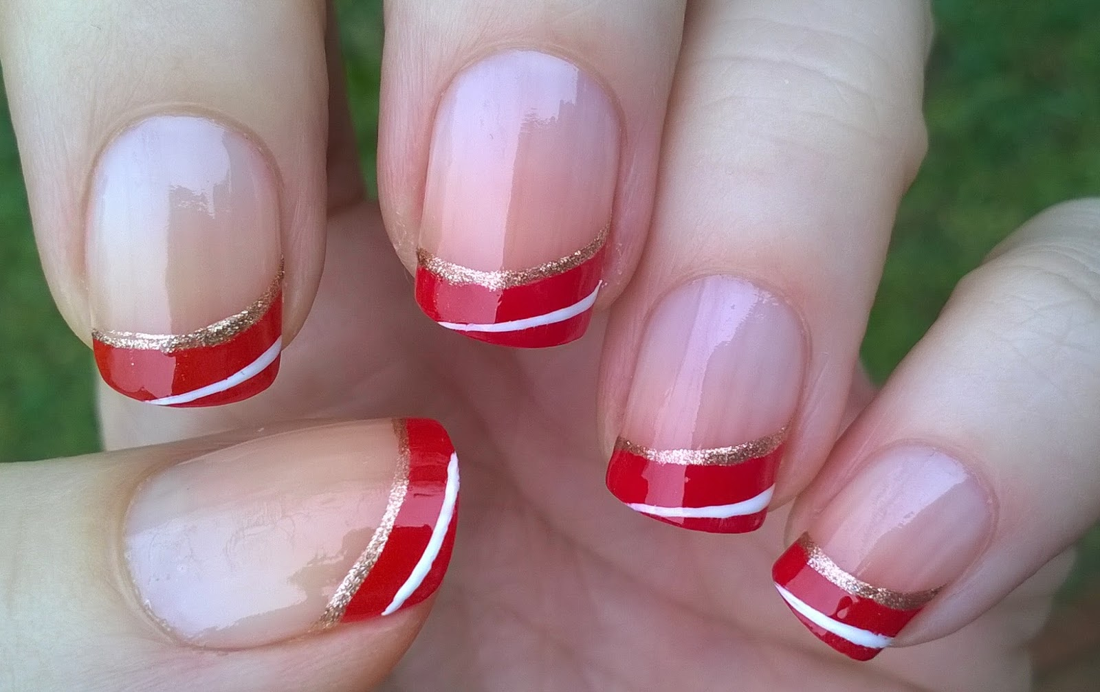 Life World Women: Easy Gradient Red French Tip Nails For Holidays